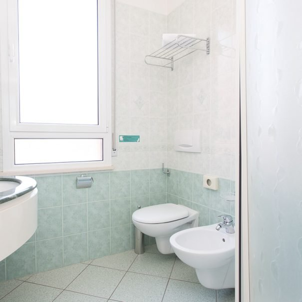 triple-room-with-balcony-toilette